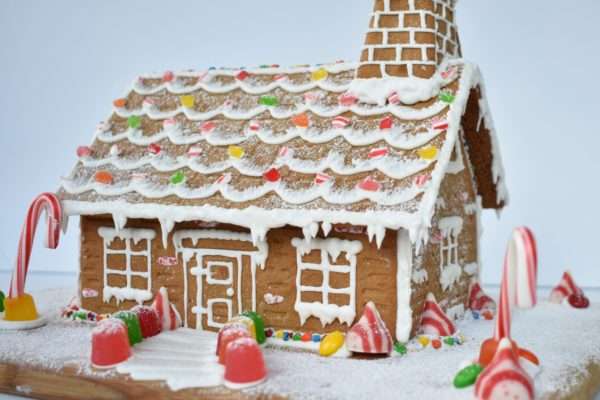 Join our virtual Gingerbread House Build!